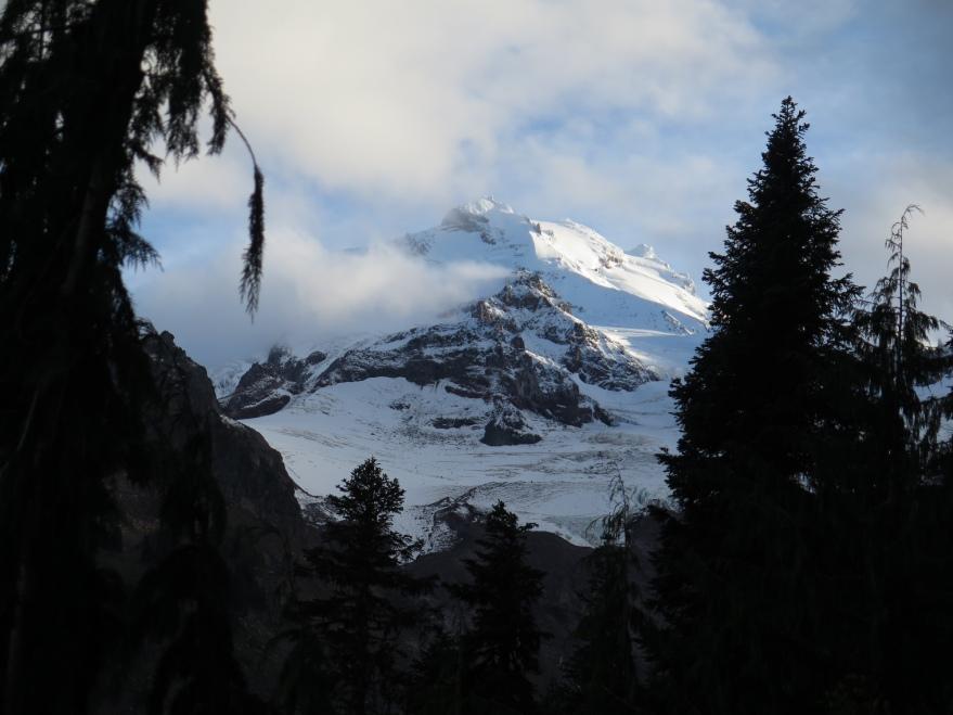 Glacier Peak finally emerges.
